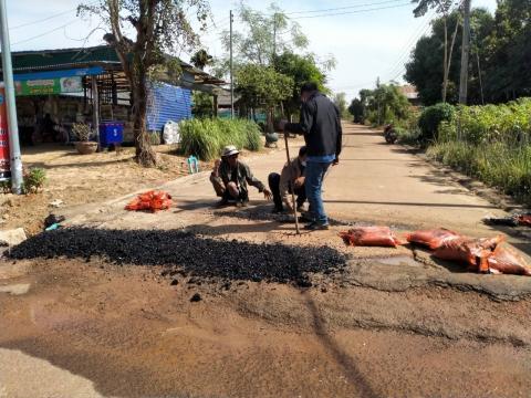 กิจกรรมซ่อมแซมถนน รางระบายน้ำ ท่อระบายน้ำ ไฟฟ้าสาธารณะ ประจำปีงบประมาณ พ.ศ.2564